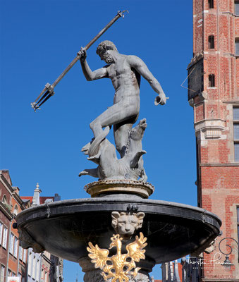 Der Neptunbrunnen (polnisch Fontanna Neptuna) ist ein Brunnen in Danzig und wurde 1633 vor dem Artushof aufgestellt.