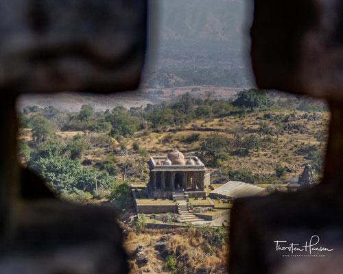 Nach zehn Jahren konnte die moslemische Besatzung wieder vertrieben werden. 1535 erschien Bahadur Shah, der Sultan von Gujarat, vor der Festung. Wieder verbrannten sich die Frauen, die Überlieferung sagt, 13000, und wieder wurden die Tore geöffnet