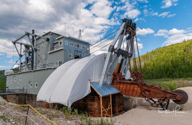 Nicht lange nachdem Gold im Klondike gefunden wurde und der Goldrausch einsetzte, wurden Wasserbagger ins Yukon gebracht bzw später auch dort gebaut.
