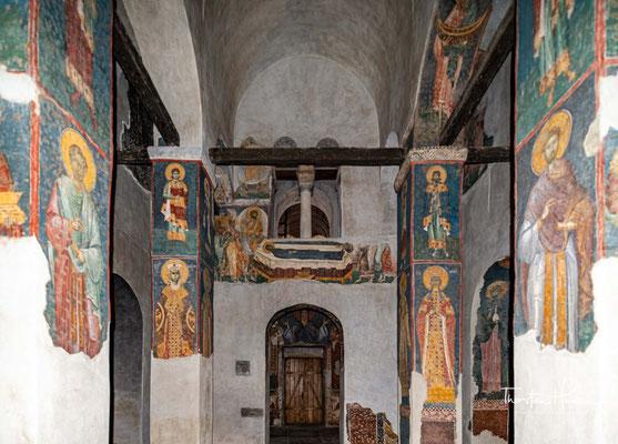 Ein 50 m² großes Fresko ist durch die Hitze zerborsten. Auch ist die Reinigung der durch den entstandenen Rauch geschwärzten Fresken notwendig.
