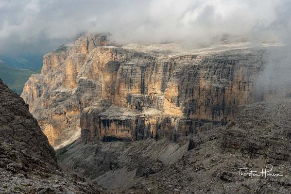 Blick in das Valon del Fos, eines der atemberaubenden Täler zwischen den Felsbrocken des Sellastocks.