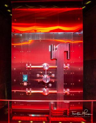 Coca‑Cola erfindet das Sixpack und kommt nach Deutschland. Die geheime Rezeptur wird in einem Tresor der Trust Company Bank in Atlanta deponiert. …