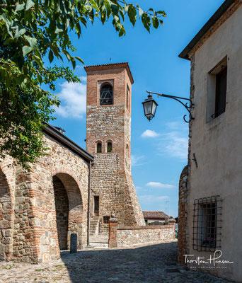 Loggia dei Vicari, aus dem dreizehnten Jahrhundert, der Ort, wo der Vikar und die Familienhäupter über die Probleme sprachen und Entscheidungen trafen.