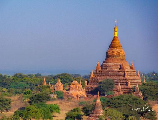 Das neunte, das zentrale Feld, ist in der buddhistischen Mythologie für Gautama Buddha selbst reserviert.