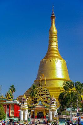 Die Shwemawdaw Paya ist ein Goldener Tempel und mit 114 Meter Höhe und die höchste Pagoda (Tempelanlage) in ganz Myanmar.