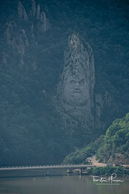 Statue des Decebalus in Rumänien