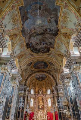 Ein barocker Neubau erfolgte 1745-1754 mit Fresken von Paul Troger. Der Dom hat eine Ausstattung mit wertvollstem Marmor, insgesamt 33 verschiedenen Arten.