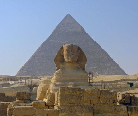 Die Sphinx mit Cheops Pyramide