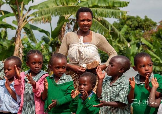 """Besuch einer Schule von dem Entwicklungshilfeprojekt """"Loving Hearts"""""""