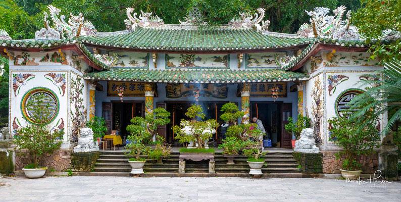 und buddhistische und hinduistische Tempel