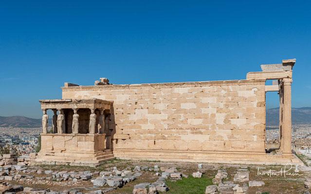 Das Erechtheion steht dort, wo ursprünglich der Palast des mythischen Königs Erichthonios (Erechtheus I.) gewesen sein soll.