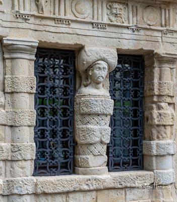 Der doppelgeschossige Palazzo wurde im 16. Jahrhundert für den Architekten und Bildhauer Francesco Grazioli aus der Lombardei erbaut,