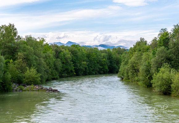 Blick über die Isar und das Karwendelgebirge