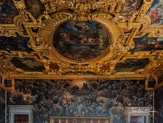 Der Saal des Großen Rates (Sala del Maggior Consiglio) ist mit 54 Metern Länge der größte Saal des Dogenpalastes, dessen Fenster sowohl zum Innenhof als auch auf die Lagune hinausgehen.