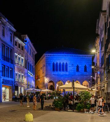 Aber auch die Zeit unter der Habsburgermonarchie (von 1797 bis 1866) und die Nähe Sloweniens (20 km) ist in der weltoffenen Atmosphäre der Stadt spürbar.
