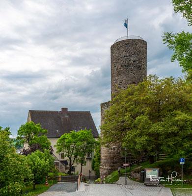 Erbaut wurde die Burg um das Jahr 1300 durch Landgraf Ulrich I. von Leuchtenberg. Markantes Merkmal der Burg ist der freistehende sogenannte Butterfassturm, der durch seinen wuchtigen Unterbau und schmalen Oberbau an ein Butterfass erinnert.
