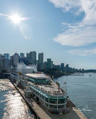Darüber hinaus ist es Anlegestelle der meisten ab Vancouver verkehrenden Kreuzfahrtschiffe.