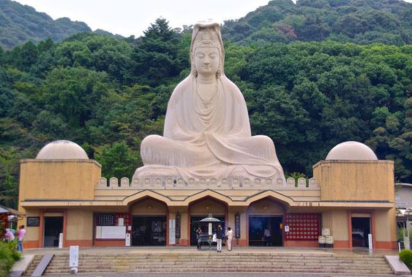 Kriegsdenkmal Ryozen Kannon in Kyoto