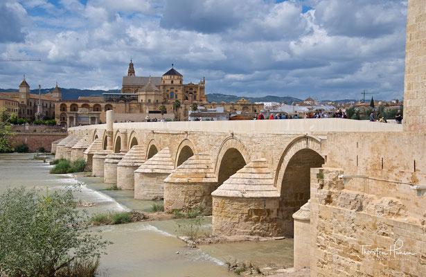 Römische Brücke in Córdoba am Río Guadalquivir