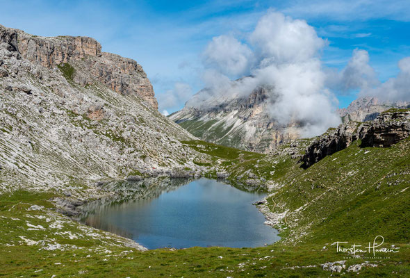 Crespeinasee vor anmutiger Dolomitkulisse