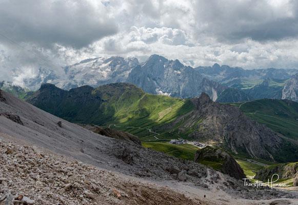 Der erste Blick auf den höchsten Berg der Dolomiten, der 3343m hohen Marmolata