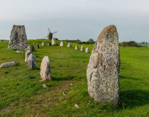 Das Gräberfeld Gettlinge (schwedisch Gettlinge gravfält auch Klinta gravfält genannt) ist mit einer Länge von fast zwei Kilometern eines der größten Gräberfelder auf der schwedischen Insel Öland.