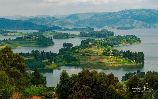 Vor ca.  8000 Jahren soll nach einem Vulkanausbruch Lava in das Tal geflossen sein und den Fluss Ndego aufgestaut haben.