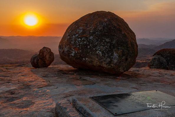 """....dessen Truppen das Königreich 1893 erobert hatten, wurde auf eigenen Wunsch am sogenannten """"World's View"""" im Matopo-Gebirge begraben."""