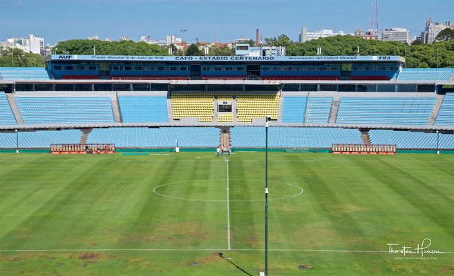 Es wurde am 18. Juli 1930 mit dem WM-Spiel Uruguay gegen Peru eröffnet (1:0), genau 100 Jahre nach dem Verfassungsschwur, der Verabschiedung der ersten Verfassung im Rahmen der Unabhängigkeit Uruguays