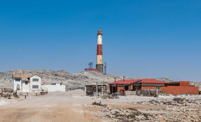 Die Diaz-Spitze ist ein Sporn der Lüderitz-Halbinsel und die rund 500 Meter weiter östlich jenseits der Sturmvogelbucht gelegene Angra-Spitze,..