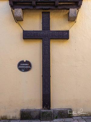 Im Unteren Tor befindet sich das sogenannte Nagelkreuz, das durch Spenden 1915 entstanden ist und mahnen soll.