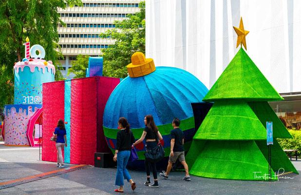 Weihnachtsdekoration in der Einkaufsstrasse Orchard Road