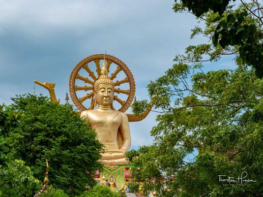Big Buddha  - Die 12 m hohe 1972 entstandene Buddha-Statue ist das meistbesuchte Ausflugsziel der Insel. Und gehört zu den Wahrzeichen von Koh Samui.