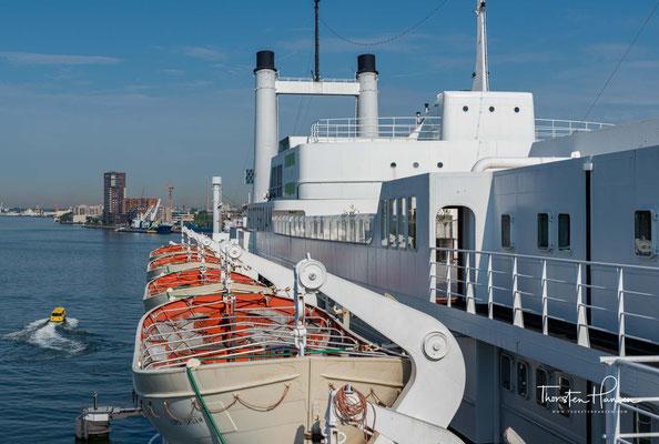 Nach drei Jahren, 2003 kaufte die niederländische Dampfschifffahrt Rotterdam BV das Kreuzfahrtschiff und kam somit wieder unter niederländische Flagge.