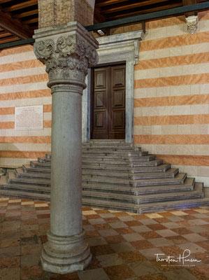 Die fast 400 Jahre, während deren die Stadt unter venezianischer Herrschaft gestanden hat (von 1420 bis 1797), sind noch heute sichtbar