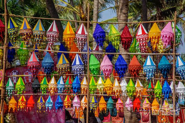 Das wohl bekannteste Highlight und eine Sehenswürdigkeit ist der berühmte Fleamarket von Anjuna, der seit Jahrzehnten jeden Mittwoch in Anjuna stattfindet.