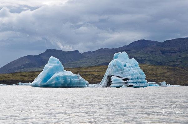 Er liegt etwa 25 km östlich vom Skaftafell-Nationalpark entfernt in der Nähe des bekannteren Sees Jökulsárlón auf dem Breiðamerkursandur