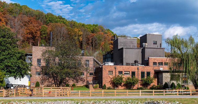 888 erwarb er das Recht, den gesamten Whiskey der 1877 gegründeten Cascade Distillery abzufüllen und zu vermarkten, die zu diesem Zeitpunkt zu zwei Dritteln seinem Geschäftspartner Viktor Emmanuel Shwab (1847–1924) gehörte.
