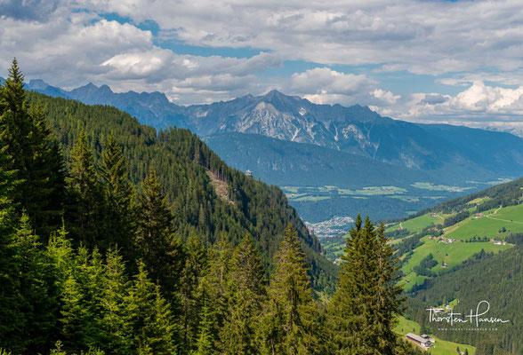 Blick von der Mittelstation Halsmarter der Glungezerbahn ins Ober- und Inntal