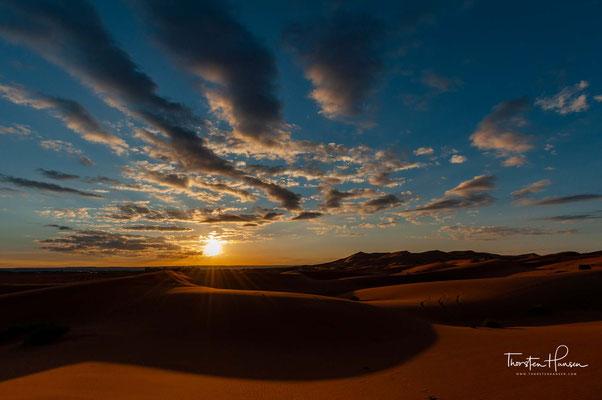 Erg Chebbi (arabisch عرق الشبي, DMG ʿirq aš-šabbī) ist einer der beiden Ergs in Marokko – große, durch Wind geformte Dünenlandschaften.