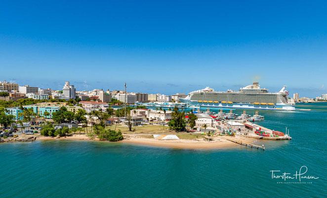 Die Harmony of the Seas ist ein Kreuzfahrtschiff der Royal Caribbean Cruises Ltd. und war von der Indienststellung 2016 bis 2018 das größte Kreuzfahrtschiff.