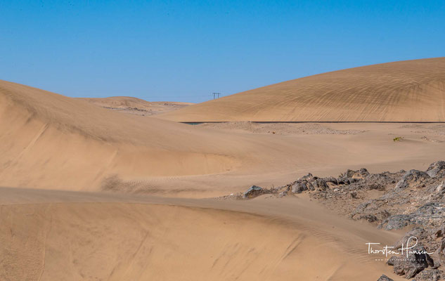 Als im Jahr 1908 an der Eisenbahnstrecke Lüderitz – Seeheim bei der Station Grasplatz der erste Diamant gefunden wurde, war es mit der Ruhe in dem Wüstengebiet rund um Lüderitz vorbei.