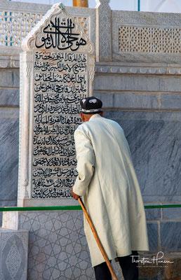 Ihren in ganz Zentralasien gültigen Status als Zentrum islamischer Gelehrsamkeit und Religiosität verdankt sie vor allem seinem Wirken.