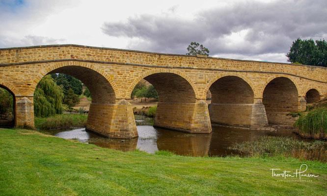 Die Richmond Bridge ist die älteste steinerne Groß-Brücke Australiens und wird bis heute befahren. Im Dezember 1823 wurde der Bauplatz für die Brücke ausgewählt.
