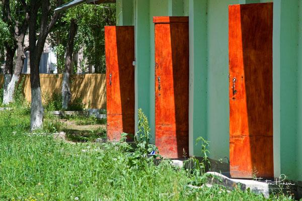 Toilettenstopp in Takfon