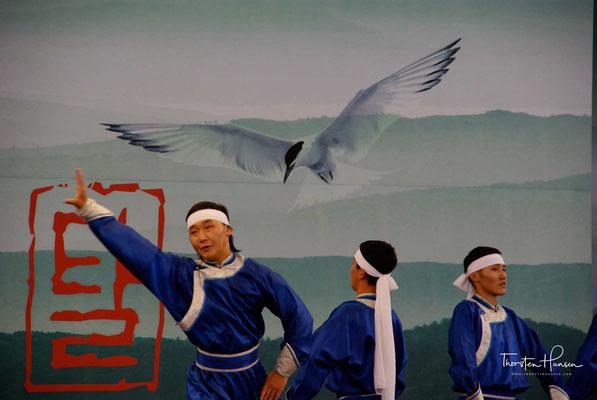 Einer Legende nach tanzte und sang Cheoyong (처용), ein Fremder, der 879 n. Chr. unter König Heongang Wang (헌강왕) (875–886) in Silla eingebürgert wurde..