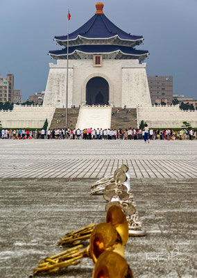 """Die Xinhai-Revolution ist benannt nach dem Jahr 辛亥 """"Xīnhài"""" des chinesischen Lunisolarkalenders (30. Januar 1911 bis 17. Februar 1912, Jahr des Metall-Schweins = 48. Mondjahr)."""