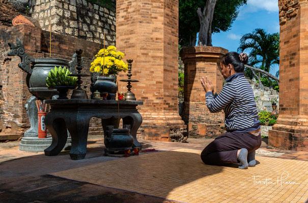 Die Tempelanlage wurde um die Mitte des 8. Jahrhunderts von den Cham gegründet, im 9. Jahrhundert erweitert und nach ihrer Zerstörung im 11. Jahrhundert wiederaufgebaut.