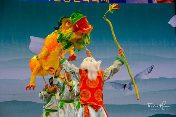 Er hatte sich in der Goryeo-Zeit ab dem 9. Jahrhundert entwickelt und wurde zu exorzistischen Riten getanzt. Später entwickelte sich daraus ein schauspielerischer Tanz