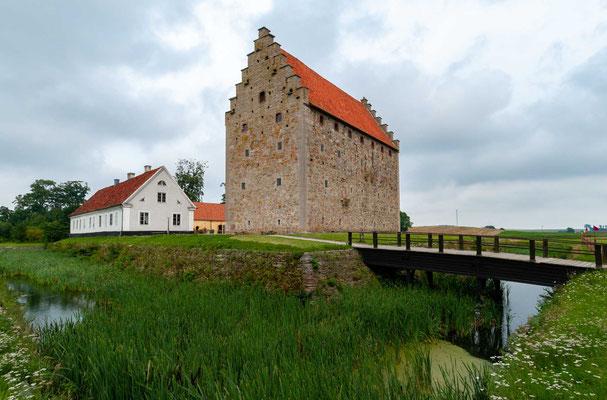 Glimmingehus ist neben Burg Spøttrup in Dänemark eine der am besten erhaltenen mittelalterlichen Burgen Skandinaviens. Die Burg wurde zur Zeit des Übergangs vom Mittelalter zur Renaissance gebaut.